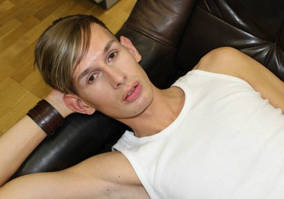 Live cam boy DanielWild is a delicious treat to watch.